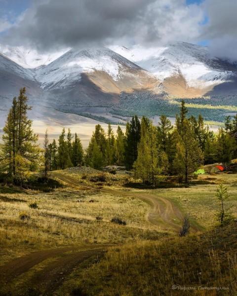 Курайская степь на фоне Курайского хребта, Алтай
