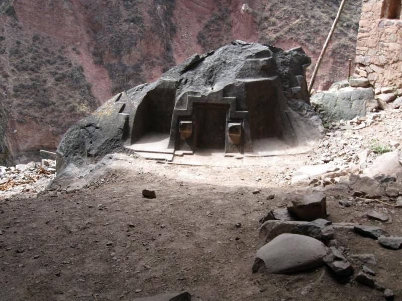 Невероятные артефакты працивилизации найдены в подземных пещерах Эквадора