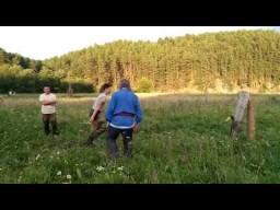 Молодецкие забавы - метание топора на празднике Перуна в общине Сварожич