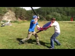 Молодецкие забавы - бои на тренировочных мечах на празднике День Перуна в общине Сварожич