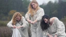 Правда о женской доле.. Уникальная песня группы Русское поле - Как во славном городе