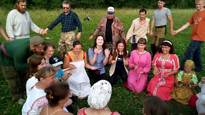 Хороводная поцелуйная игра Бочка на дне Перуна в общине Сварожич
