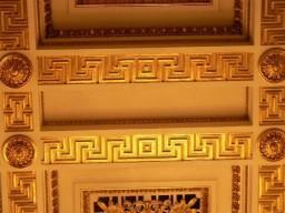 Кто же строил все эти здания с одинаковым орнаментом?